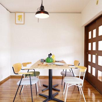 洋室からも外の光がたっぷり入ります。※家具はサンプルです