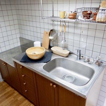 コンロはお好みのものを。調理場、シンクも広いので幅が広がりそう。※家具はサンプルです