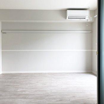 【LDK】洋室からリビングをみてみました。※写真は3階の同間取り別部屋のものです