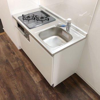 右のスペースは冷蔵庫置場です。