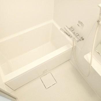 お風呂は一人暮らしにぴったりな広さ。※写真は前回募集時のものです
