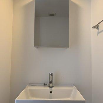 洗面所シンプルで素敵