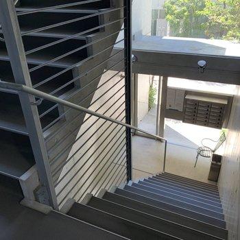 階段のほうがお部屋から近いです。