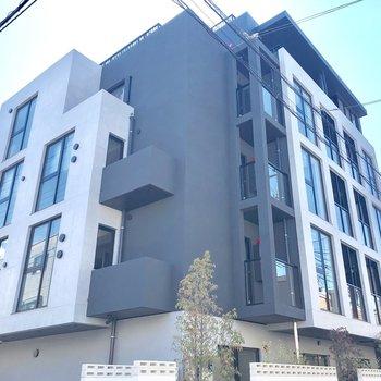 RC造の5階建てマンションです。