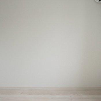 【洋室4.5帖】ベッドはこっちの壁に