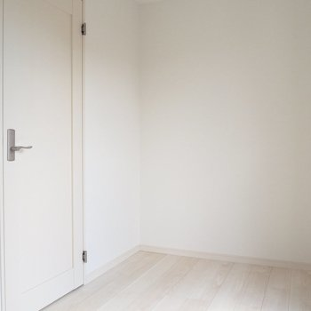 【洋室5.1帖】こっちを寝室にするのもいいなあ。