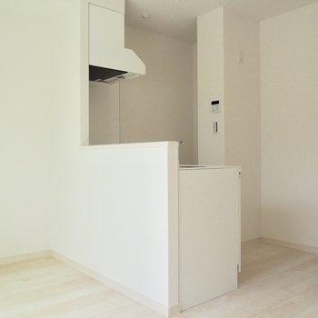キッチンも真っ白で綺麗!