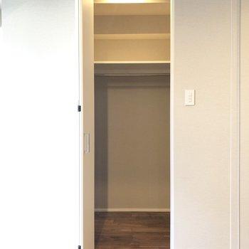 【洋室】入るとゆったり!ウォークインクローゼットです。