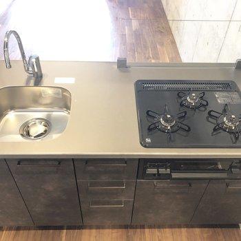 【DK】3口ガスコンロのキッチンです。