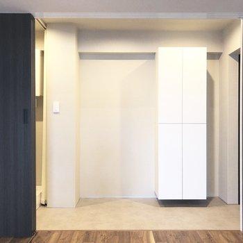 広ーい玄関ですね。