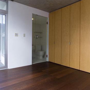 【2F】3階とは打って変わって、ウッディーな空間です。