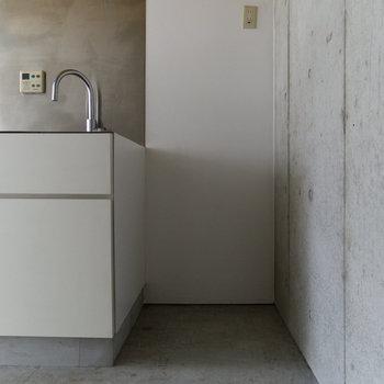 【3F】冷蔵庫はこちら。ワイドは約68cm。