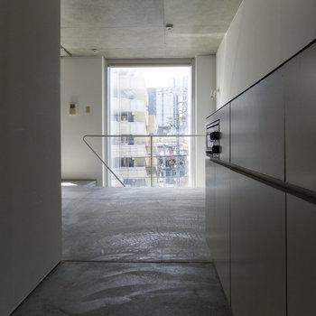 【3F】キッチン側から窓側。