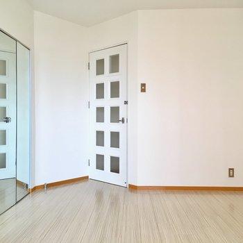 洋室はリビング奥に。寝室にぴったりですね。