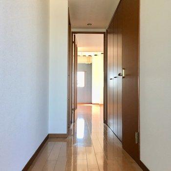 廊下スペースの先は…