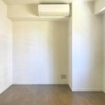 【洋室1】寝室にちょうどいいかな※写真はクリーニング前のものです