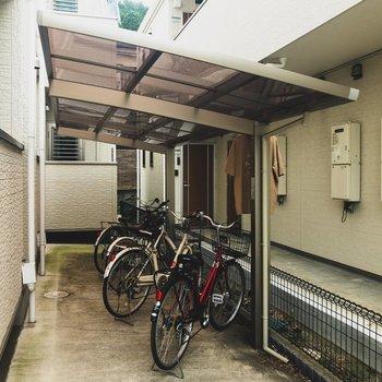 駐輪スペースは屋根付きで嬉しい