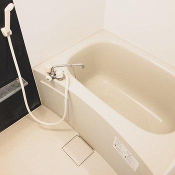 浴室乾燥機付きのお風呂はひろいです!