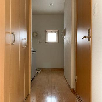 こちら廊下部分※写真はクリーニング前のものです