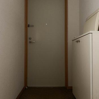 玄関部分はL字になってます※写真はクリーニング前のものです
