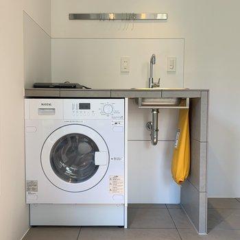 ドラム式洗濯機もついています。