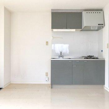 冷蔵庫置くスペースもしっかり。 (※写真は清掃前のものです)