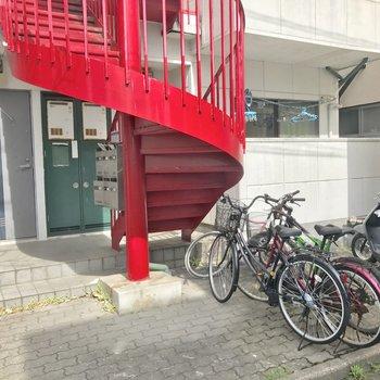 駐輪スペースはマンション前に。