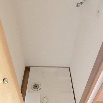 廊下に洗濯機置場。扉で隠せます。(※写真は清掃前のものです)