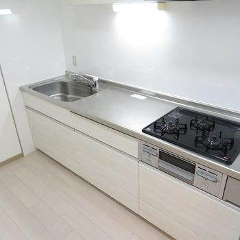 作業スペースがとっても大きなキッチンです