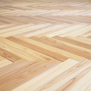 うつくしいヘリンボーンの床。