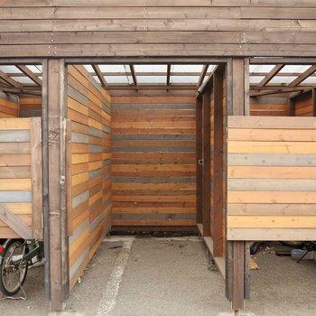 無料で自転車やバイクが置ける駐輪場。