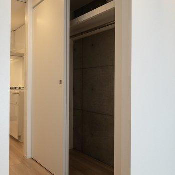 クローゼットは居室の入り口にあります。※写真は4階の同間取り別部屋のものです