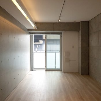 ベッドは窓辺に置くものアリですね〜※写真は4階の同間取り別部屋のものです