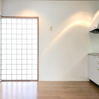 キッチンのコーナーにもブロックガラス!