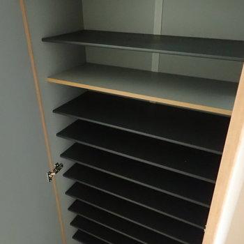 シューズボックスも容量があります。※写真は1階の同間取り別部屋のものです