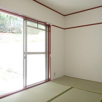 【和室】バルコニーから入る光、お昼寝が捗りそう。※写真は1階の同間取り別部屋のものです