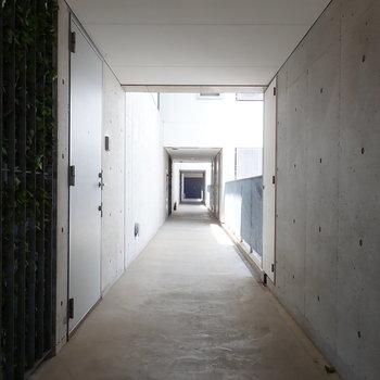 共用廊下は半屋外。