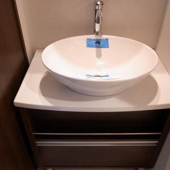 ちょっとお洒落な洗面台※写真は3階の同間取り別部屋のものです