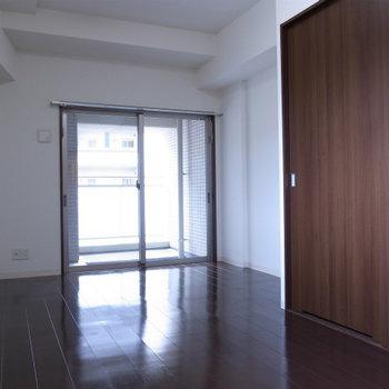 シンプルなワンルーム※写真は3階の同間取り別部屋のものです