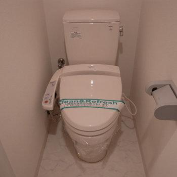 トイレも設備整ってます※写真は3階の同間取り別部屋のものです