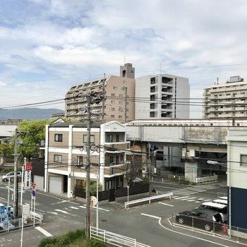 そして横の窓からは・・・なんと新幹線!贅沢だぁ。