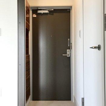 玄関もすっきりと。靴はこまめにシューズBOXに入れよう。
