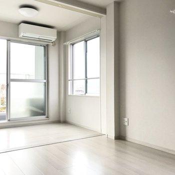 角部屋の特権で窓がたくさん。なんだか空に近い気がした。