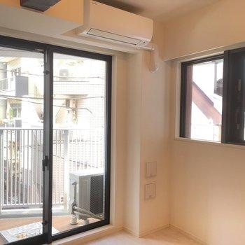 二面採光で日当たり良し!※写真は3階の同間取り別部屋のものです