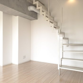 2階へ行きましょう。