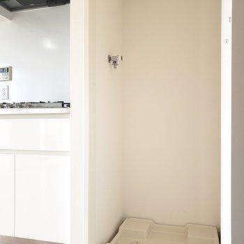 洗濯機置き場はキッチン横のスペース。