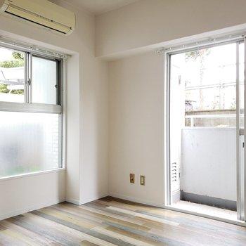 玄関側の洋室はエアコン付き!
