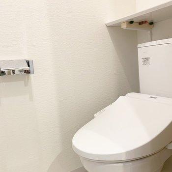 トイレも棚付き!