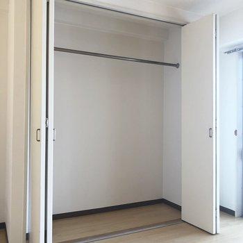 上の洋室にあるクローゼット!けっこう入りそう。