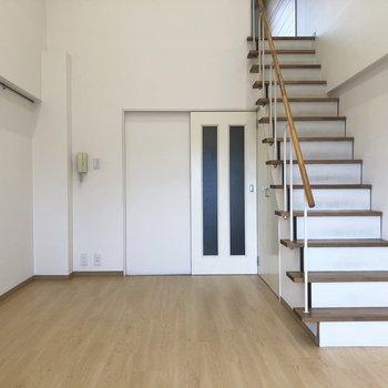 お部屋自体はシンプルな色使い!